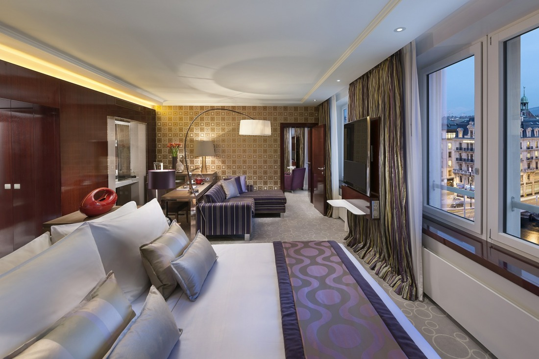 hotel-595121_1920