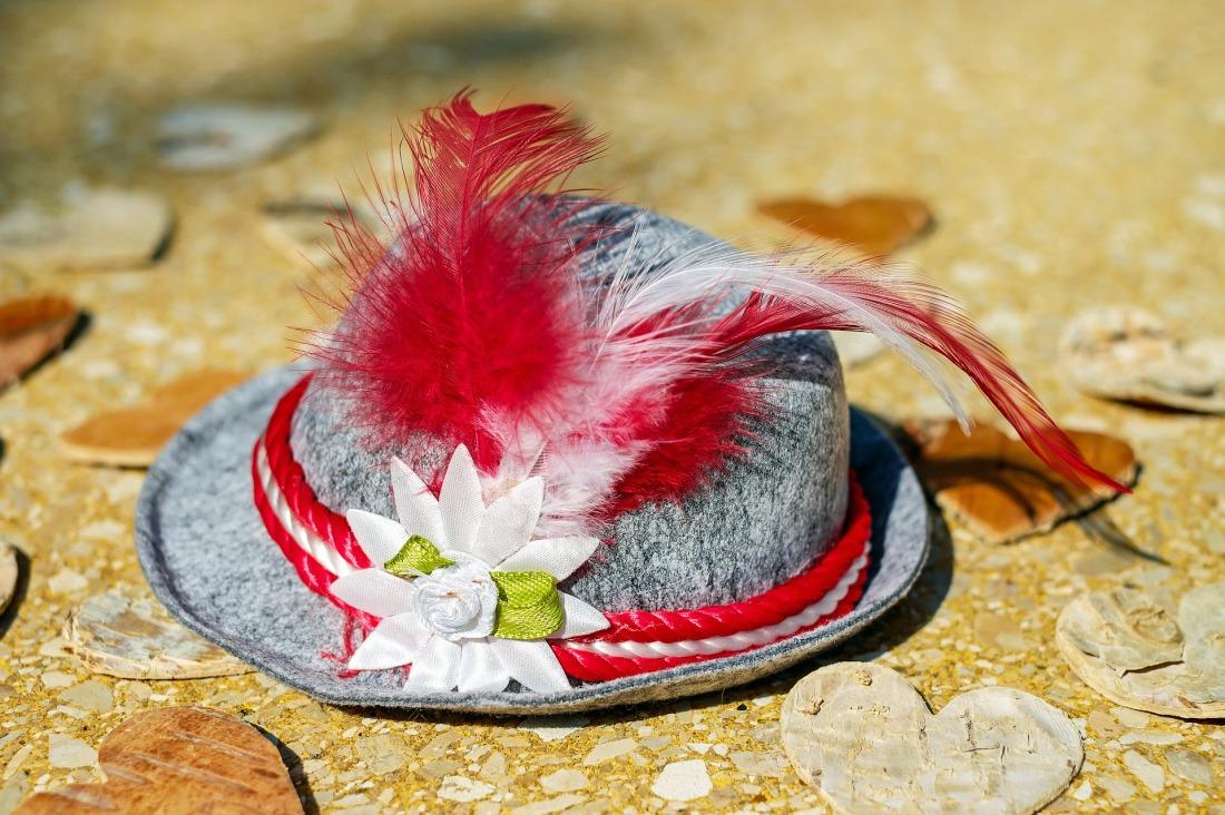 hat-1661552_1920